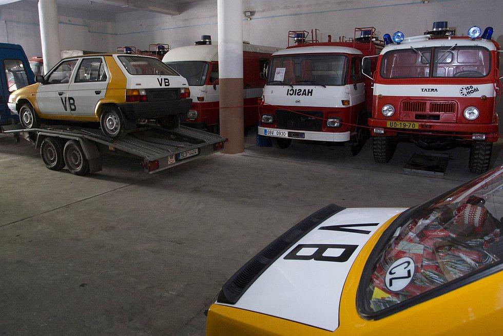 Muzeum socialistických vozů se přestěhovalo z Velkých Hamrů do Železného Brodu.
