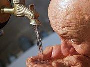 Pitná voda. Ilustrační obrázek.