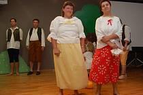 V jabloneckém Eurocentru včera v rámci patnáctého výročí Klubu Downova syndromu vystoupoli obyvatelé domova Pod Skalkami s tanečním a pěveckým programem Pod starou lípou.