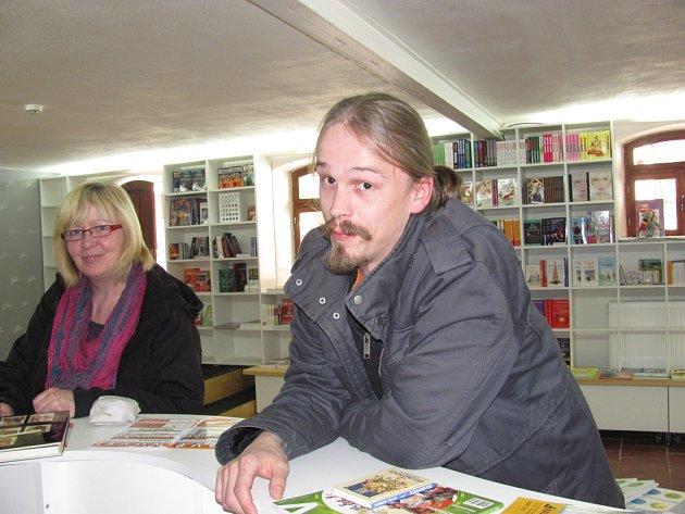 Nové Vladimírovo knihkupectví Serius vede Vladimír Opatrný junior, který na Univerzotě Karlově vystudoval Knihovnictví a informační systémy. E-shop s odbornou a lékařskou literaturou provozuje již řadu let.