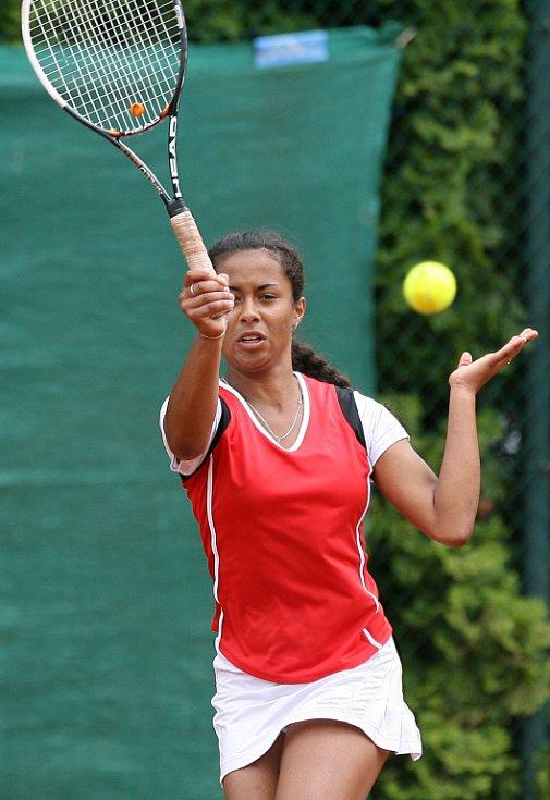 Mezinárodní tenisový turnaj žen Jablonec Cup 2012 zakončil v neděli svou kvalifikační část dvouhry. Na snímku Pernilla Mendesová z České republiky. Kvalifikovala se do hlavní soutěže.