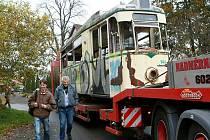 Do Proseče přijela tramvaj. Na podvalníku a z Německa. Historickou tramvaj z dob bývalé NDR získal liberecký klub BOVERA, který se zabývá historickými kolejovými vozidly. Tramvaj pro NDR vyrábělo ČKD v Praze.