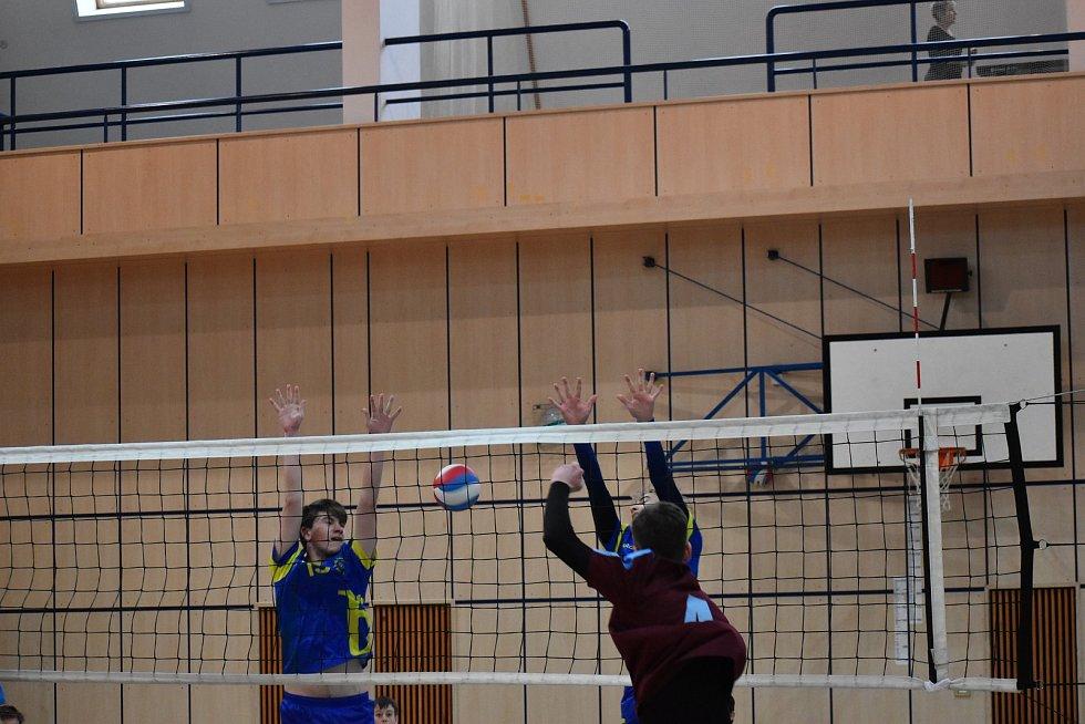Dorostenci TJ Bižuterie si  na turnaji v jablonecké hale  poměřili síly s několika ostatními týmy z kraje
