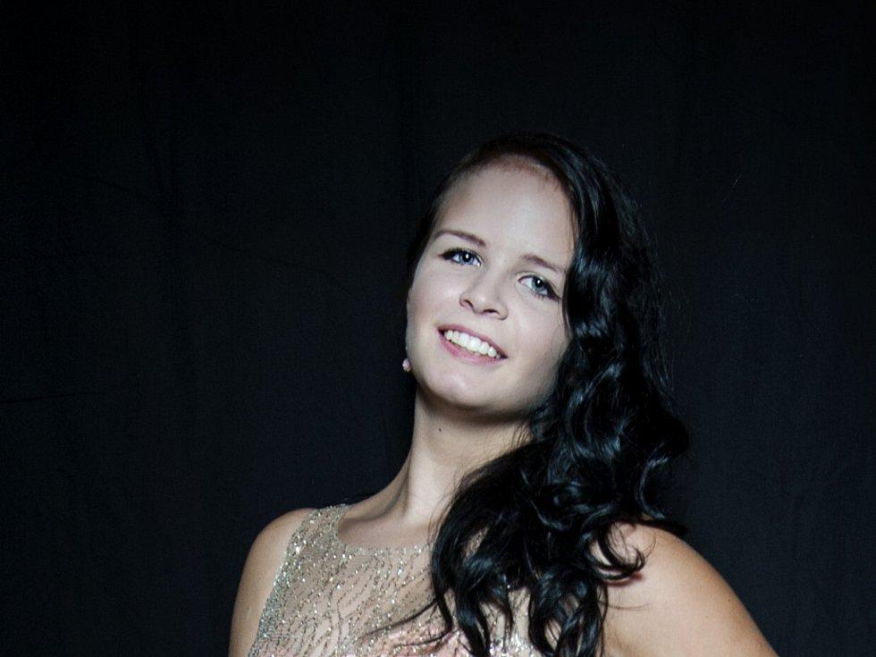 MICHAELA HORČIČKOVÁ 16 LET. Soutěžící dívka č. 37 studuje Gymnázium Dr. Randy.