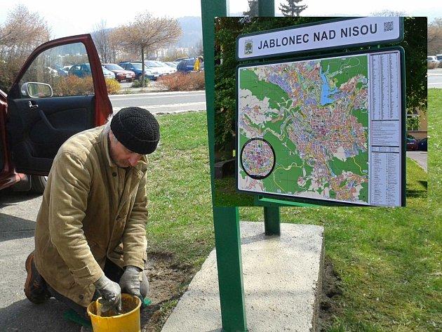 Obnova stojanu mapy, ve výřezu nová mapa na Horním náměstí