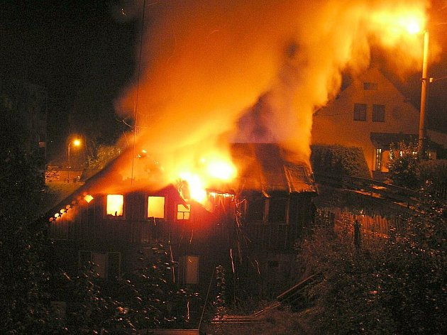 Požár domu v Desné.