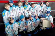 Mladí Vlci byli třetí na turnaji v Lounech. leva stojí Novák H., Skalický, Hvězda, Jastrab, Matějka, Šťástka, Bartel, v podřepu Baksalary, Kanca, Kratochvíl, Kubín, Novák R., Hrouda.