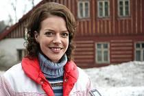 V Horním Polubném v Jizerských horách se ve čtvrtek sjeli filmaři TV seriálu Vyprávěj, aby zde natočili první klapku z nové seriálové řady. Na snímku Andrea Kerestešová.