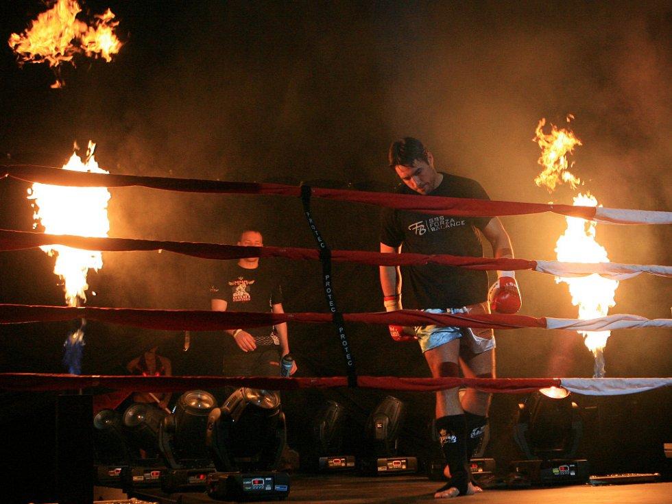 Night of Warriors v Liberci. Petr Kareš nastuopuje do ringu.