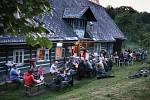 Ve Zlaté Olešnici si díky mladému podnikavci lidé užívají letní kino a těší se na festival.