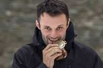 Milan Engel s památeční medailí Rallye Dakar