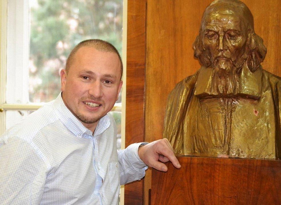 Ředitel Střední umělecko průmyslové školy sklářské v Železné Brodě Libor Doležal