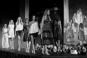 Návrhářka Beata Rajská se opět po roce vrátila do vratislavického Kulturního centra 101010, kde ve čtvrtek večer představila svou novou autorskou kolekci. Modely, inspirované slovenským folklórem, předváděly přední české modelky. S obrovským úspěchem se s