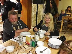 Vzorky pokrmů, tedy kváskového kysela, hodnotila za média redaktorka Českého rozhlasu Ivana Bernáthová.