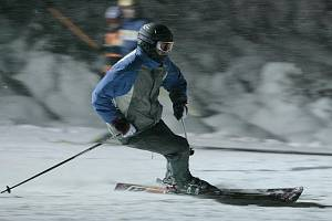 První večerní lyžování. Na Ještědu.