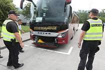 Policie kontrolovala autobusy na D8