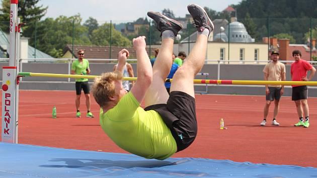 Atletický stadion na jablonecké Střelnici obsadili účastníci atletického víceboje amatérů, kteří si poměřili síly v deseti disciplínách.