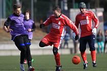 Fotbalisté Maršovic (v červeném) porazili Vratislavice vysoko 9:3.