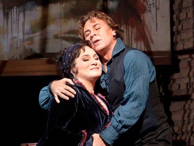 Hlavní role malíře a milence Florii Toscy Maria Cavaradossiho se v Met mistrovsky zhostil přední francouzský tenorista současnosti Roberto Alagna.
