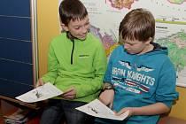 Na Základní škole v Lučanech nad Nisou dostaly děti pololetní vysvědčení a začaly jim prázdniny.
