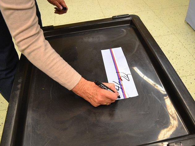 První den voleb skončil.