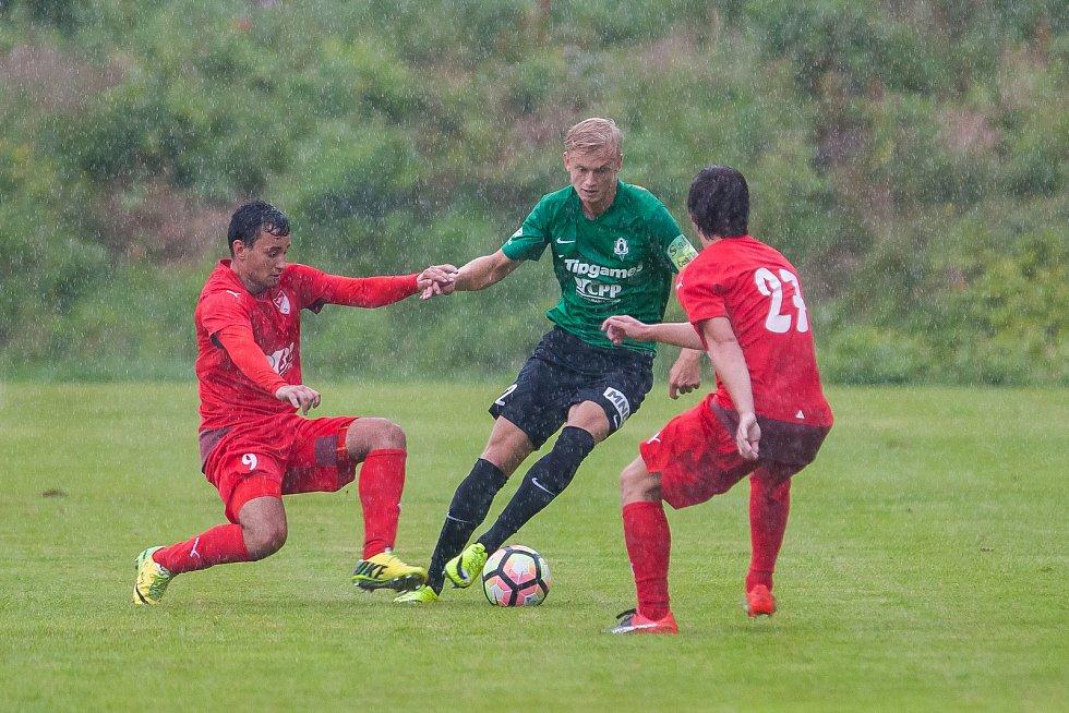 Přátelské fotbalové utkání mezi týmy FK Jablonec a FK Jiskra Mšeno se odehrálo 12. července v Rychnově u Jablonce nad Nisou. Na snímku v zeleném Jaroslav Zelený.