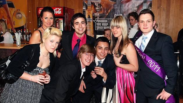 Maturitní Ples Oktáva 2003-2011 Gymnázium Tanvald ve Sportovní hale v pátek 25. února 2011.