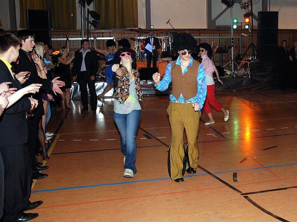 Maturitní Ples Oktáva 2003-2011 Gymnázium Tanvald ve Sportovní hale v pátek 25. února.