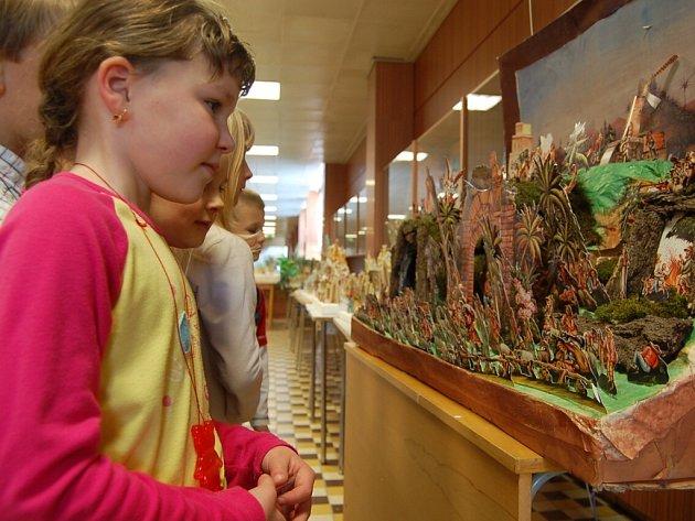 V Základní škole obdivovaly děti betlémy.
