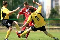 Jiskra Mšeno rozstřílela sedmi góly Trutnov (ve žlutém).