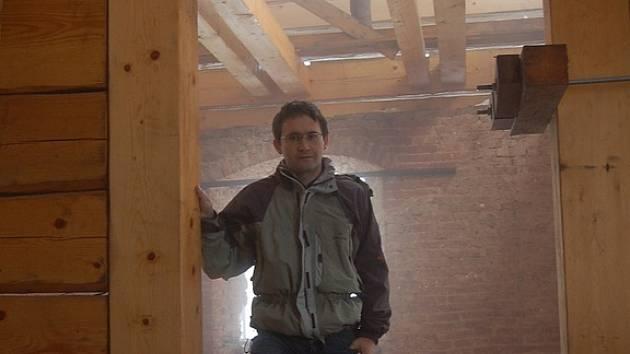 Jan Vokurka v interiéru Kittelova domu.