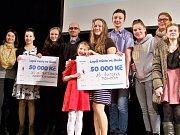 V jabloneckém Eurocentru se odehrál finálový večer projektu Lepší místo ve škole. ZŠ Ant. Brtaršovského a ZŠ Šumava získaly na své prezentované projekty 50 tisíc od Nadace Jablotron. Akci organizuje platforma Lepší místo.