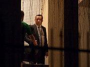 V noci ze středy na čtvrtek prohledávala policie dům Miroslava Pelty. Poté se policie přesunula na fotbalový stadion na jablonecké Střelnici.