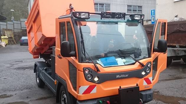 Nové vozidlo Technických služeb Železný Brod s tzv. natahovákem kontejnerů. Bude využíváno na svoz bioodpadu.
