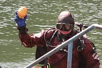 K akcím potápěčského klubu Diving v zatopenném lomu Jesenný patří i jarní soutěž o Velikonoční vajíčko, které přechovává vodník Jeseňák někde ve svém podvodním království.