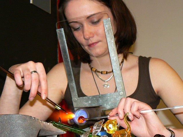 Ukázka sklářského řemesla. Ilustrační snímek.