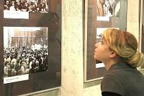 Vernisáží v úterý 17. listopadu začala v jabloneckém Eurocentru výstava autorských snímků Bohumila Jakoubě  věnovaná 20. výročí s názvem Sametový Jablonec 1989–1992.