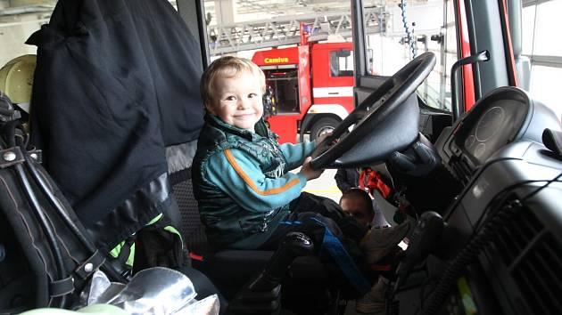 Den otevřených dveří u profesionálních hasičů v Jablonci