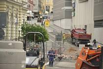 Stavba dešťové kanalizace a rekonstrukce inženýrských sítí v centru Jablonce na křižovatce u obchodního domu Central, hlavní pošty a Městského divadla.