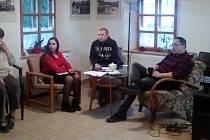 V Domě Českoněmeckého porozumění v jabloneckých Rýnovicích proběhl Romský večer, při kterém mladí romští studenti pohovořili, jak se jim žije mezi námi.