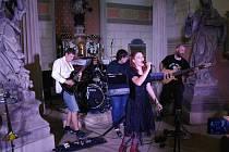 Pro středeční podvečer 12. července 2017 bylo na hradě Valdštejně naplánováno uvedení rockového oratoria Jan Křtitel turnovské skupiny Nothingham. Odpolední dešťové přeháňky si však vynutily změnu plánu a koncert byl operativně přesunut do kaple sv. Jana