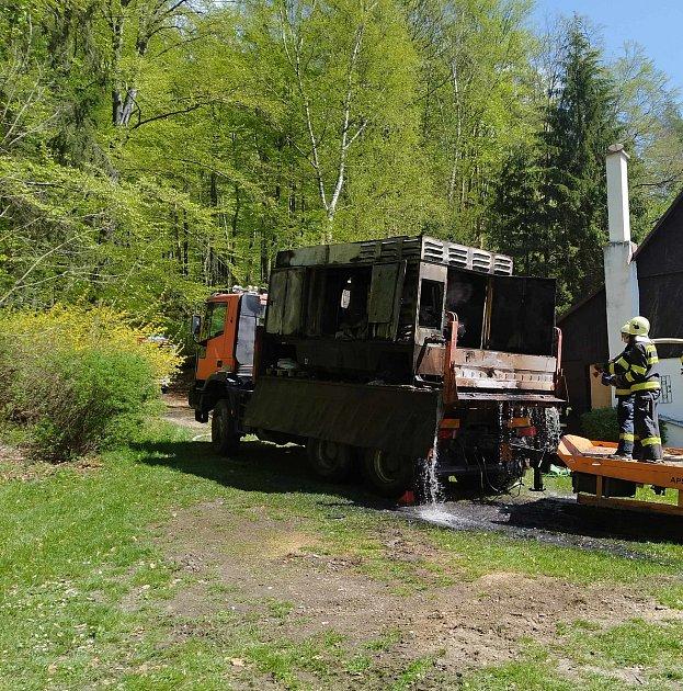 VKlokočí hořel nákladní vůz. Upožáru zasahovali hasiči