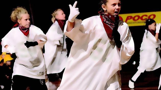 Little people. Tak si říkají mladí tanečníci z taneční školy X–Dance, kteří svým výkonem zaujali porotu v Brémách a stali se v disciplíně Hip–hop druhými vicemistry světa.