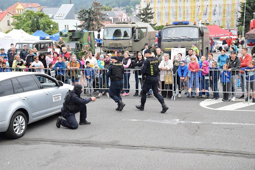 Ukázky součinnosti IZS proběhly ve čtvrtek na Horním náměstí v Jablonci nad Nisou.