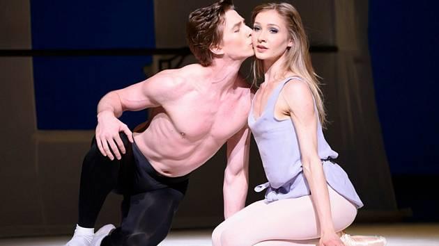 V jediném komponovaném večeru Královského baletu v Londýně se představí taneční vrcholy z mistrovských děl pod uměleckou supervizí choreografa Carlose Acosty.