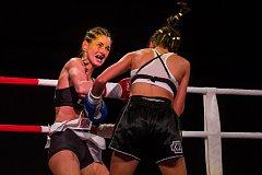 Galavečer bojových sportů, Iron Night Fight 3, proběhl 22. února v městské hale v Jablonci nad Nisou. Na snímku je Michaela Kerlehová (vlevo) a Hiba Hosny z Německa v kategorii světový titul WKU do 52 kilogramů.