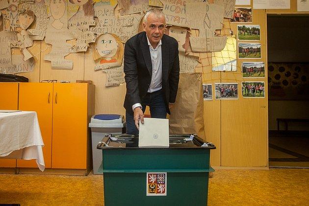 Petr Vobořil (Starostové pro Liberecký kraj) odevzdal 5.října vJablonci nad Nisou svůj hlas ve volbách do zastupitelstva a volbách do Senátu Parlamentu České republiky.