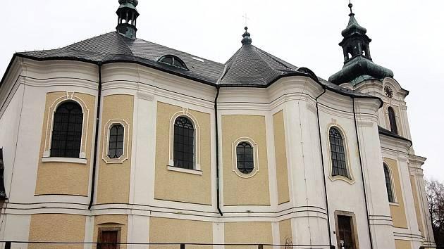Kostel Sv. Archanděla Michaela na Smržovce se v noci z úterý na středu stal terčem zloděje.