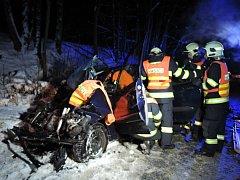 V pondělí 9. ledna v 5:41 hodin byla hasičům ohlášená dopravní nehoda v části obce Bořkov na Semilsku, kde se střetl autobus s osobním automobilem. V osobním automobilu byla zaklíněná vážně zraněná řidička, hasiči použili hydraulické nástroje.