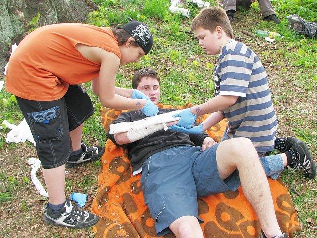 Krajské kolo Helpíkova poháru 2008 se tradičně konalo u ZŠ Rádlo. Na jubilejním desátém ročníku muselo třicet jedna družstev splnit pět úkolu z poskytnutí první pomoci.